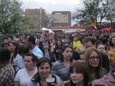 YACHT Crowd